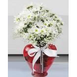 Kalpli vazoda Beyaz kırzantemler
