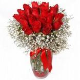 Kırmızı Güllerden Bir Vazo Demet