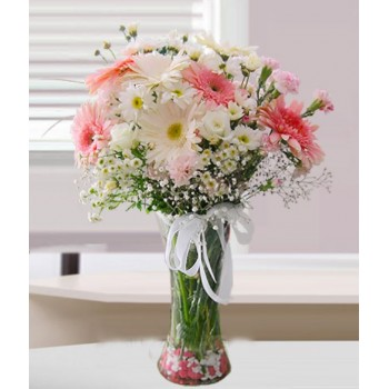 Bir vazo dolusu çiçek