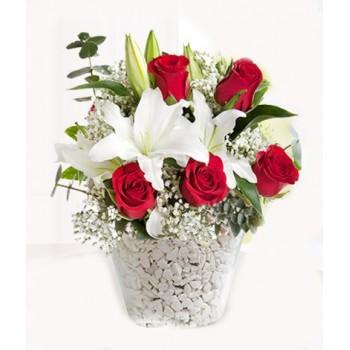 Vazoda kokulu lilyumlar ve güller
